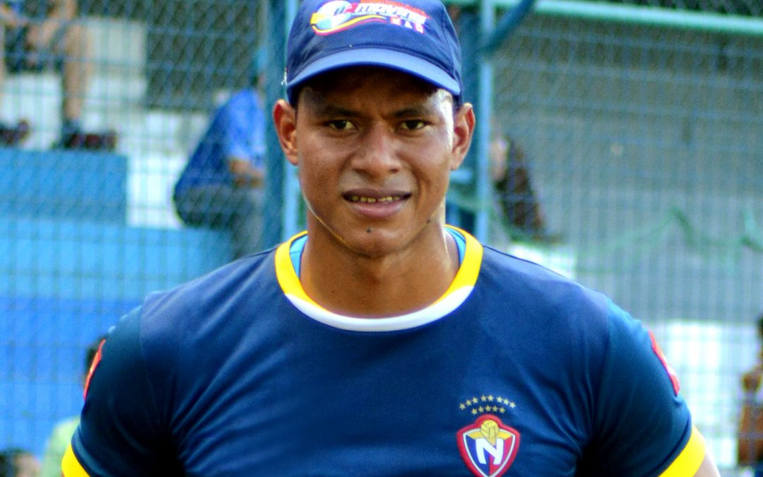 Adrián Bone refuerza el arco del campeón