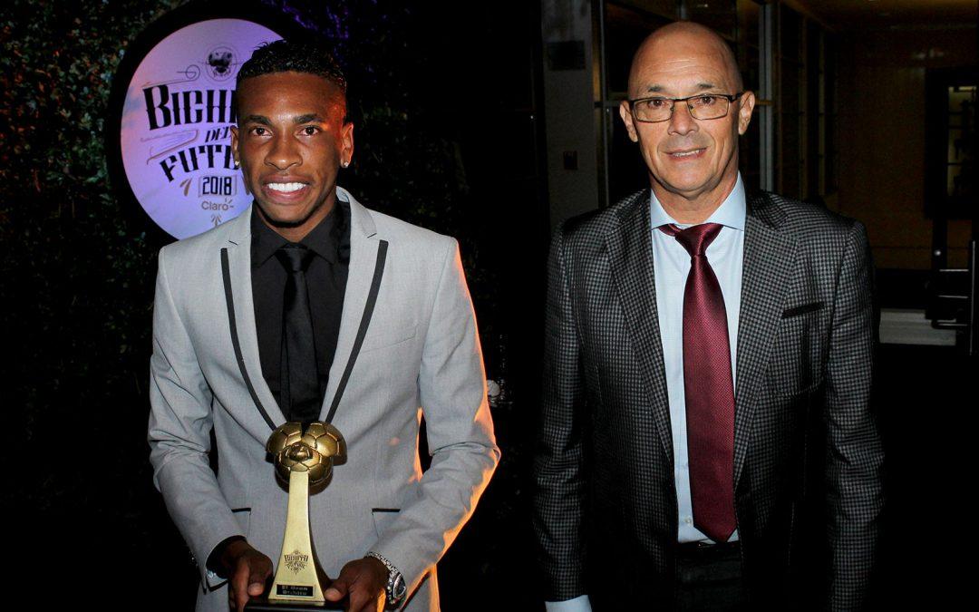 """Alfredo Arias y Ayrton Preciado, galardonados en los premios """"Bichito del fútbol"""""""