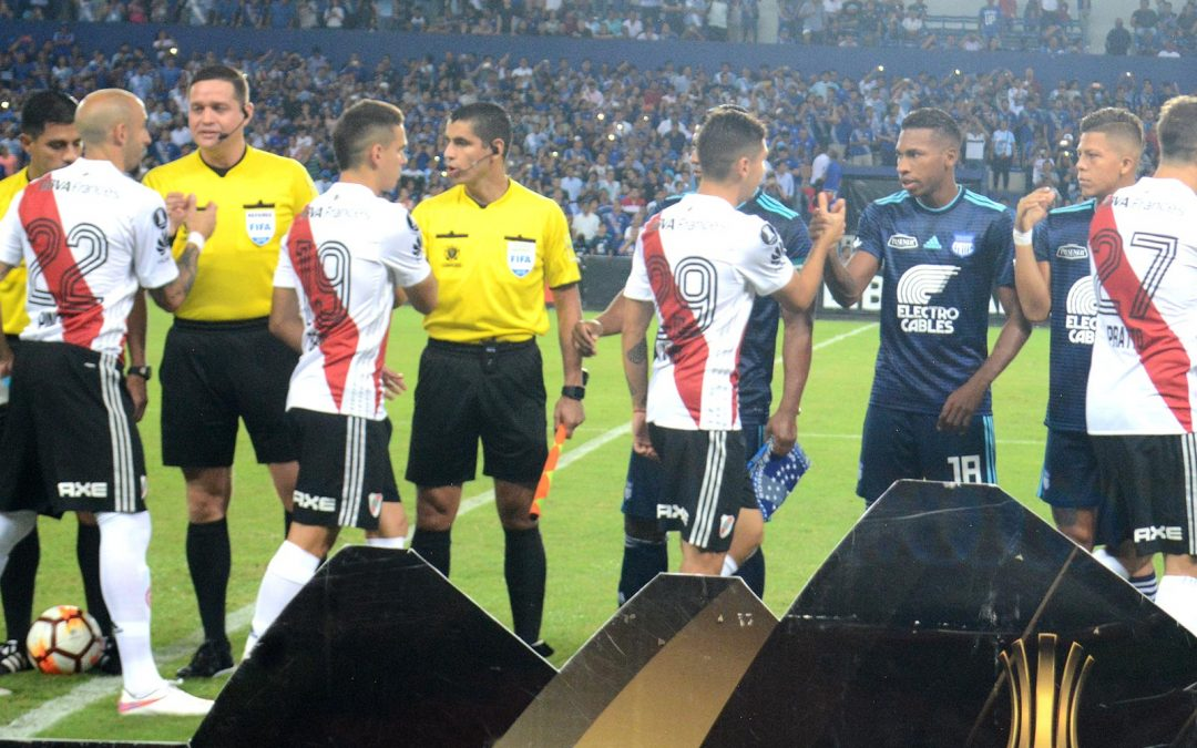 Terna arbitral peruana para River Plate – Emelec