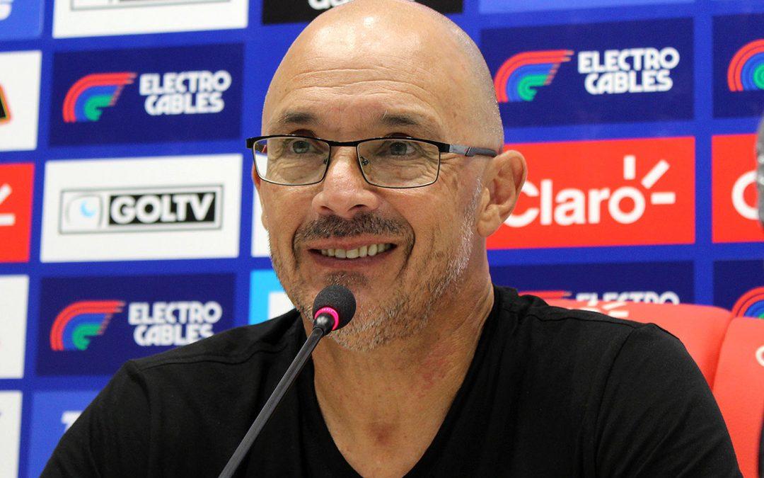 """Alfredo Arias: """"si un equipo merecía ganar, éramos nosotros"""""""