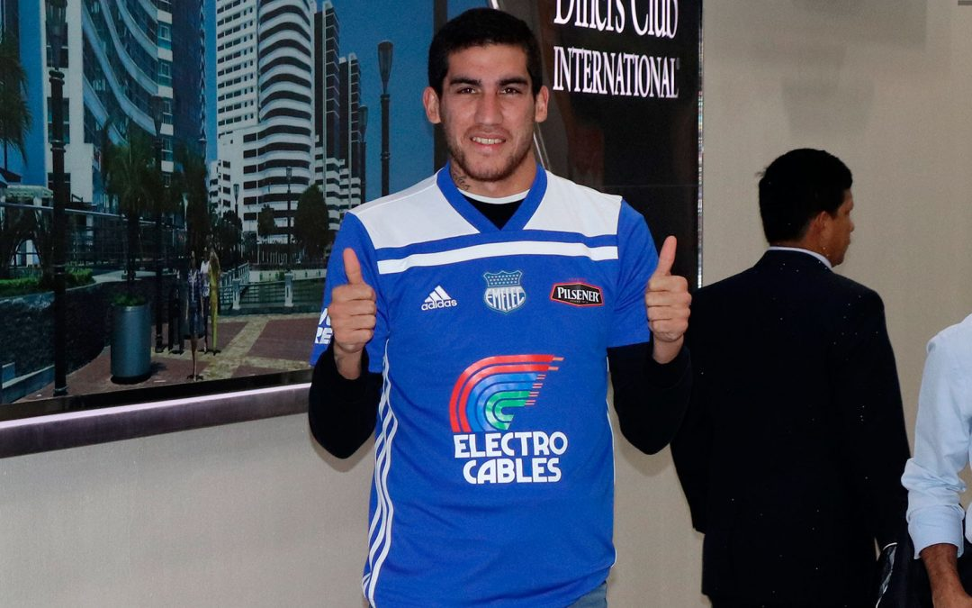 Leandro Vega arribó al país y se puso la azul