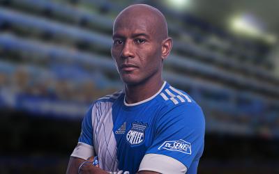Oscar Bagüí extiende su contrato con Emelec.