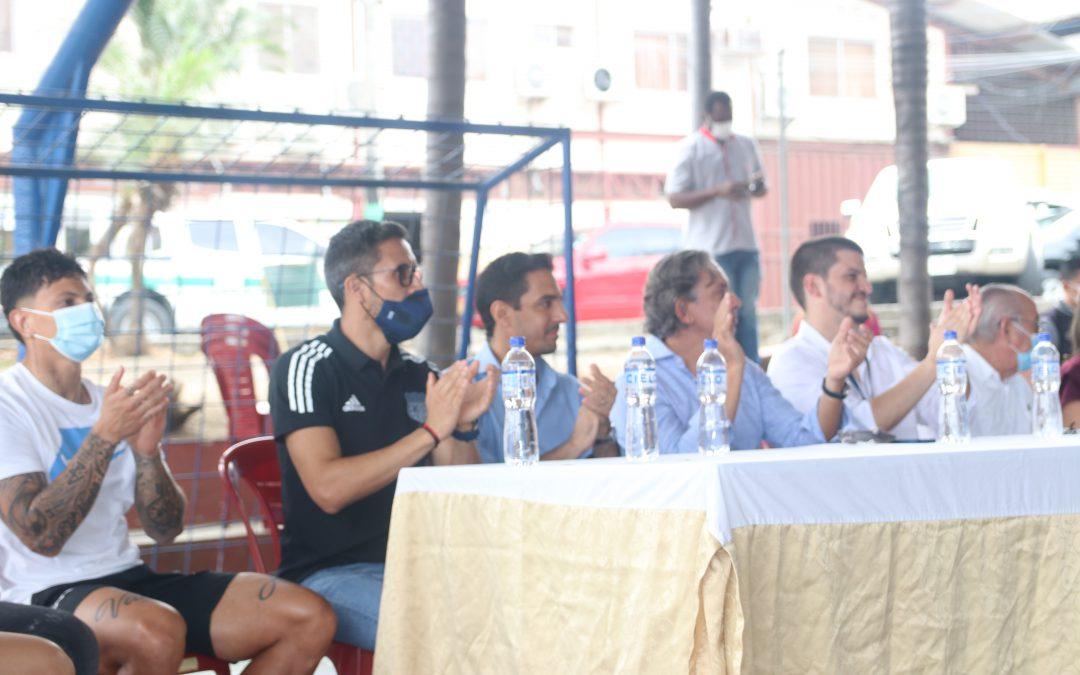 Los jugadores del Bombillo visitan casas de acogida de niños y adolescentes.